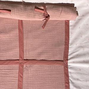 Cama alta KASVA con textiles Bobble rosa