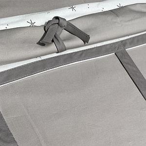 Cama alta KASVA con textiles Viena gris