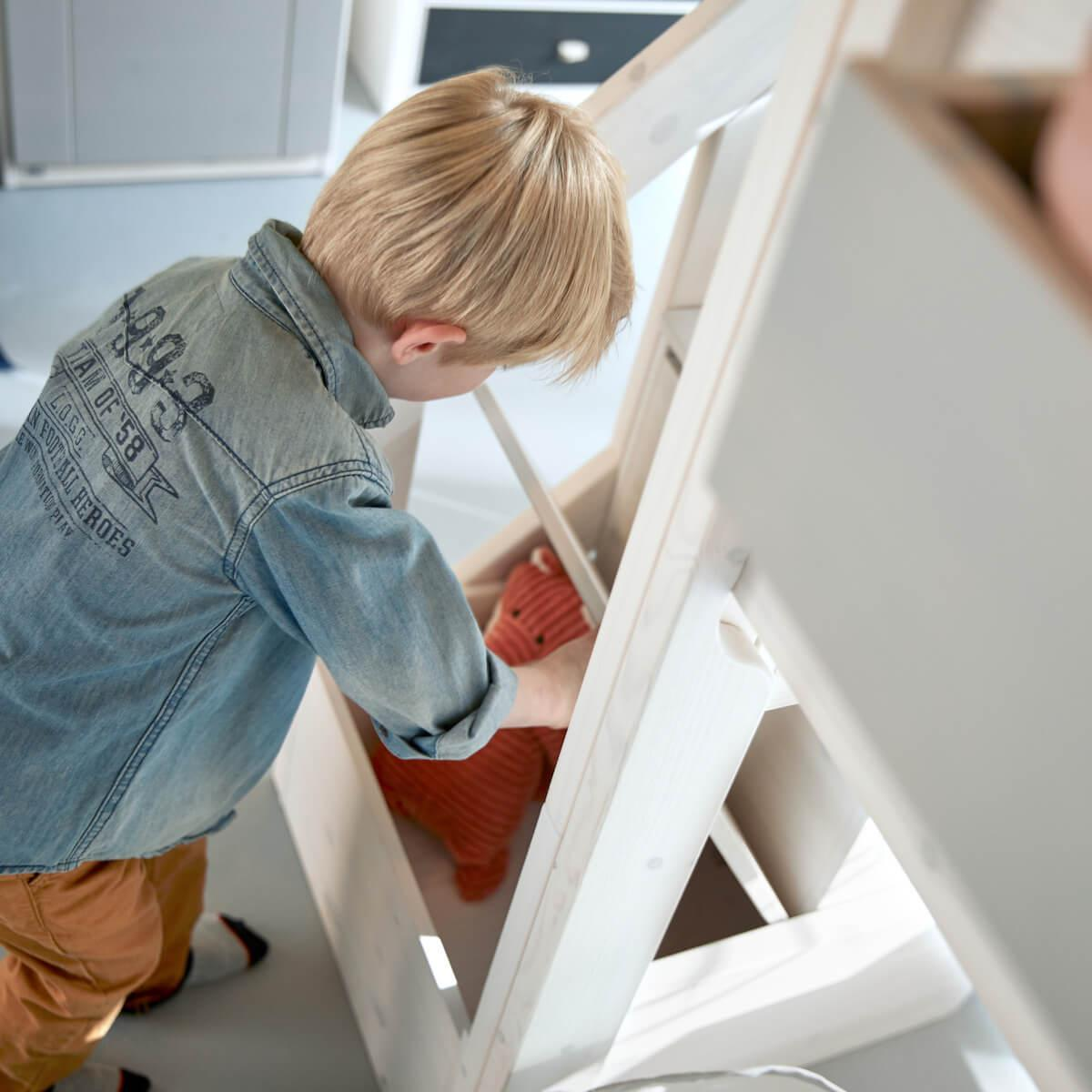 Cama cabaña semi-alta 90x200cm THE HIDEOUT escalera cajones Lifetime blanqueado
