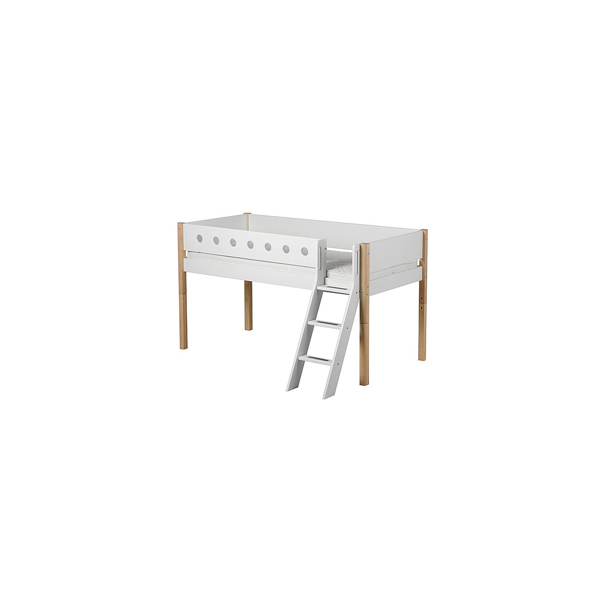 Cama media alta 90x200 WHITE Flexa escalera inclinada barrera blanca patas abedul