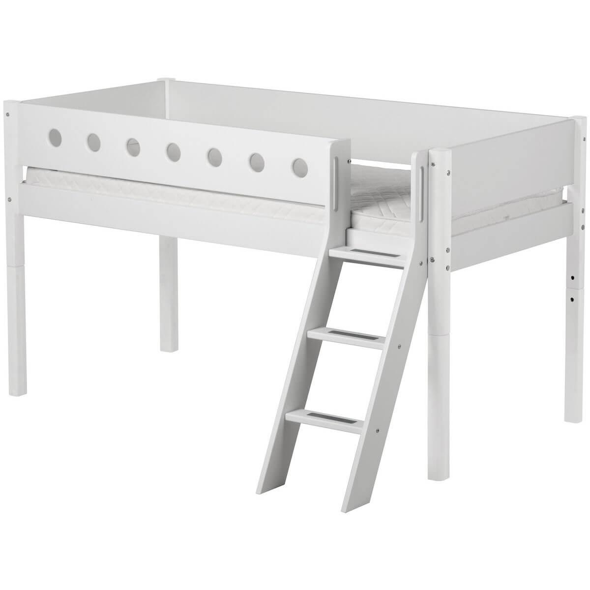 Cama media alta 90x200 WHITE Flexa escalera inclinada barrera y patas blancas
