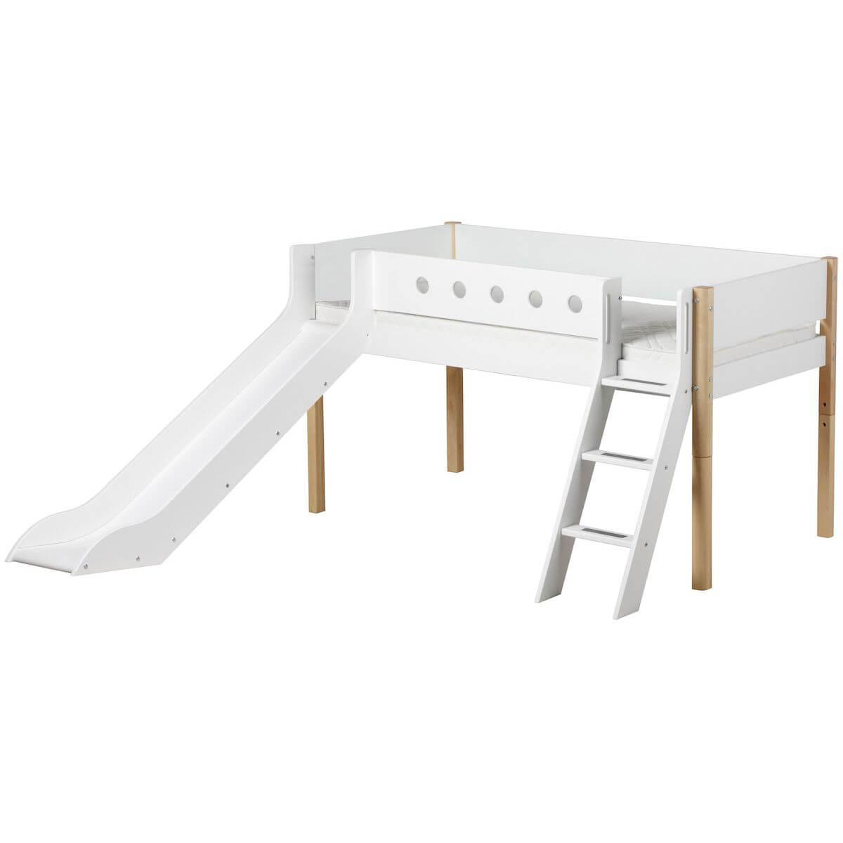 Cama media alta 90x200 WHITE Flexa escalera inclinada tobogán barrera blanca patas abedul