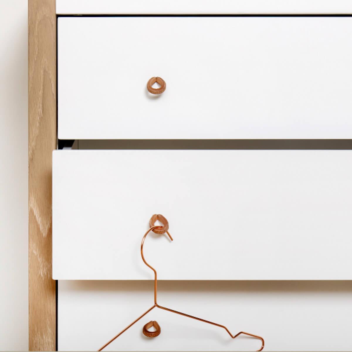 Cómoda 4 cajones WOOD Oliver Furniture blanco-roble
