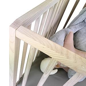 Cuna bebé KERA en fresno con top Straight-pies Retro