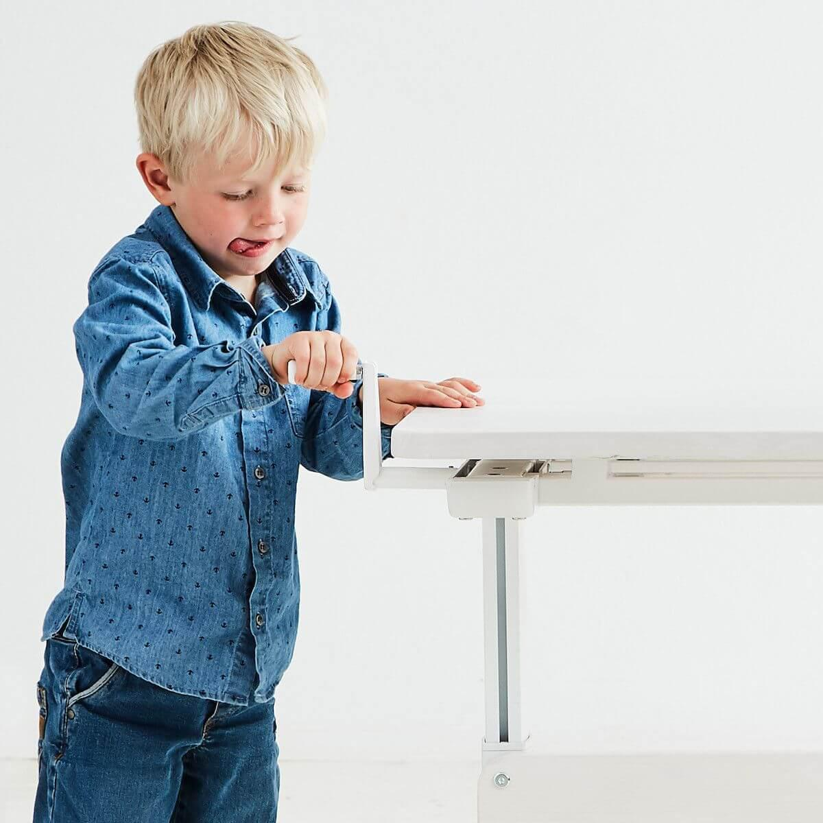 Escritorio infantil ajustable con marco metálico CLASSIC Flexa blanco cal