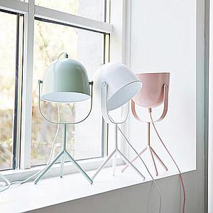Lámpara mesa MONTY Flexa rosa